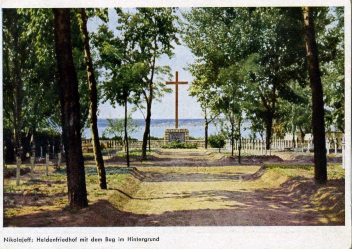 07-Nikolajeff-Heldenfriehof mit dem Bug im Hintergrund-.jpg
