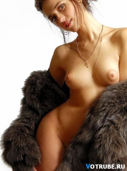 голые в шубах девушки фото