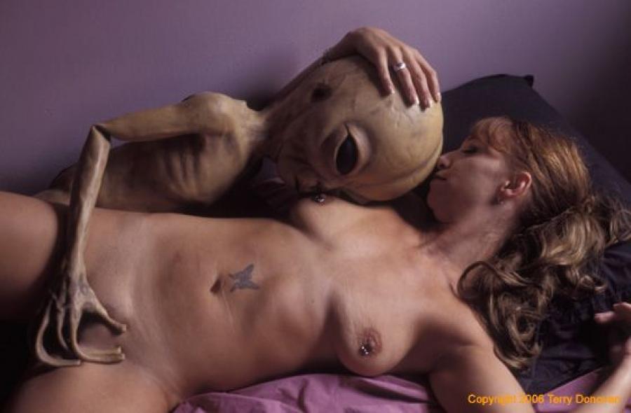 prisheltsi-v-posteli-erotika