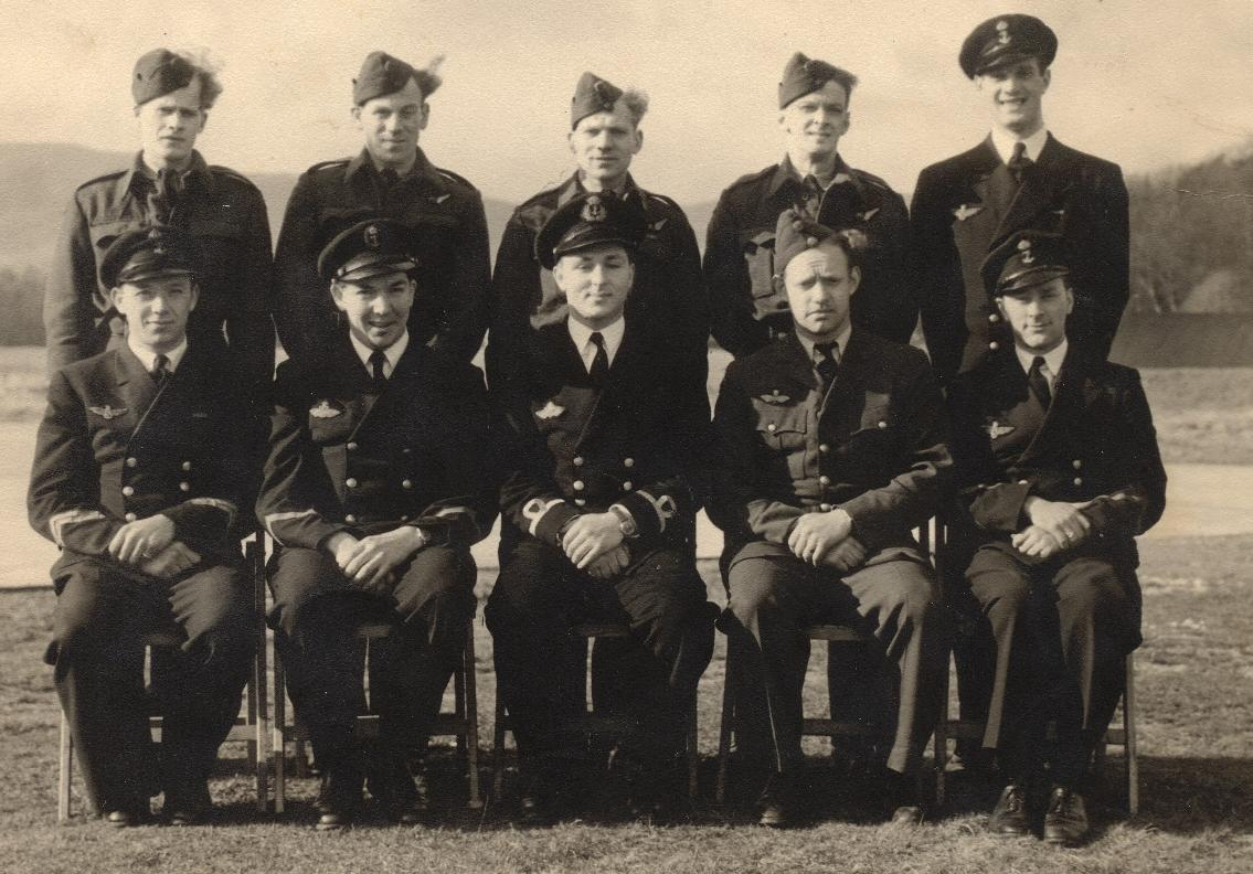 330Sqn_group.jpg