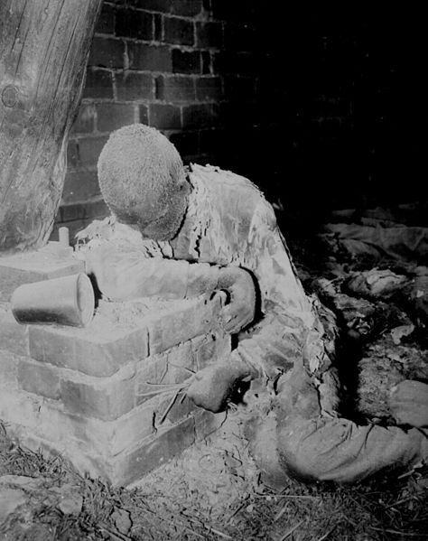 474px-Buchenwald_burned_alive_ww2-179[1].jpg