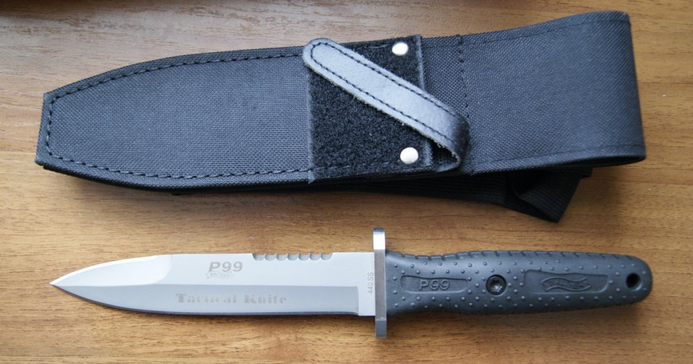 Сделанный из 440c нержавеющей стали, 11 дюймовый нож walther p99 является поистине универсальным защитным средством