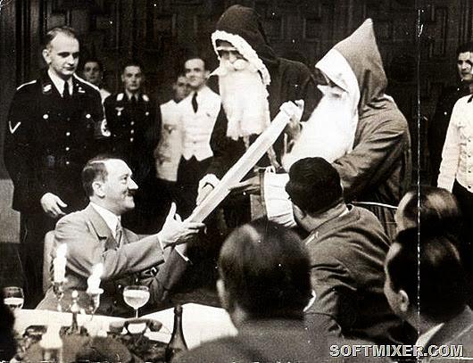 Адольф Гитлер получает новогодний подарок.jpg