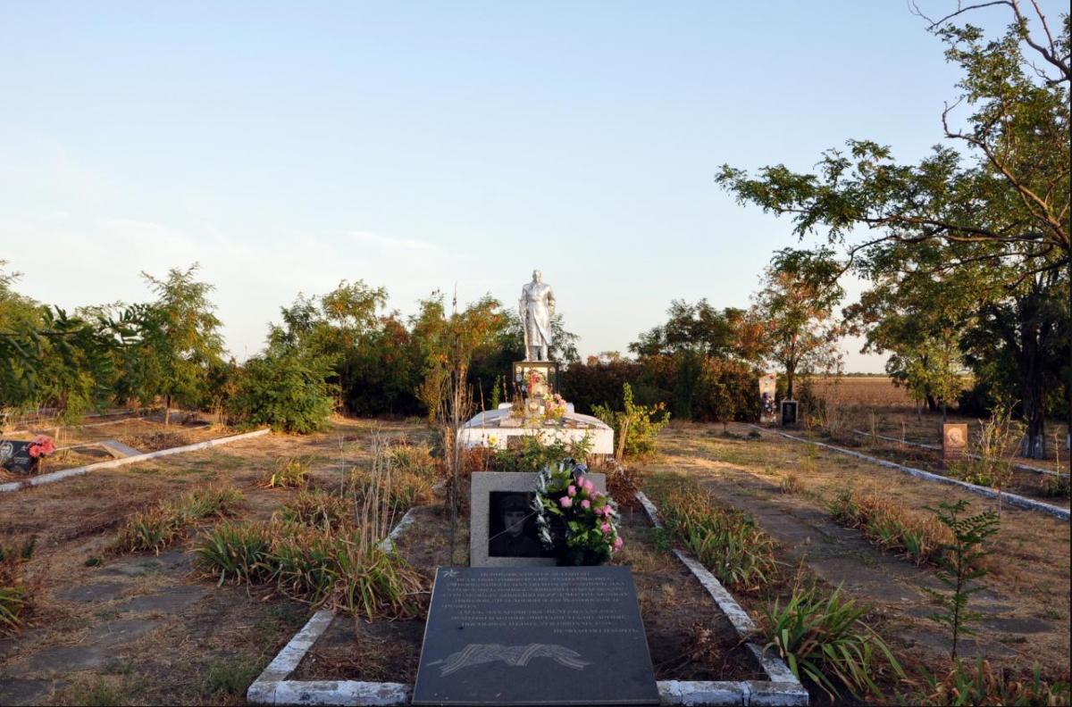 Бережной могила 2.png