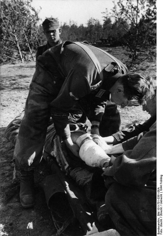 Bundesarchiv Bild 101I-701-0381-08A, Russland, Verwundeter.jpg