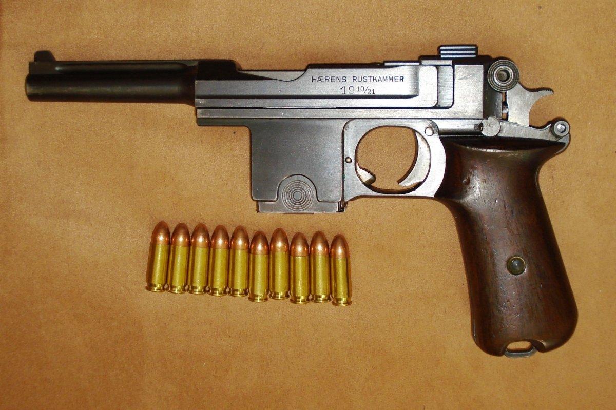 Danish_M1910-21_pistol_left.jpg