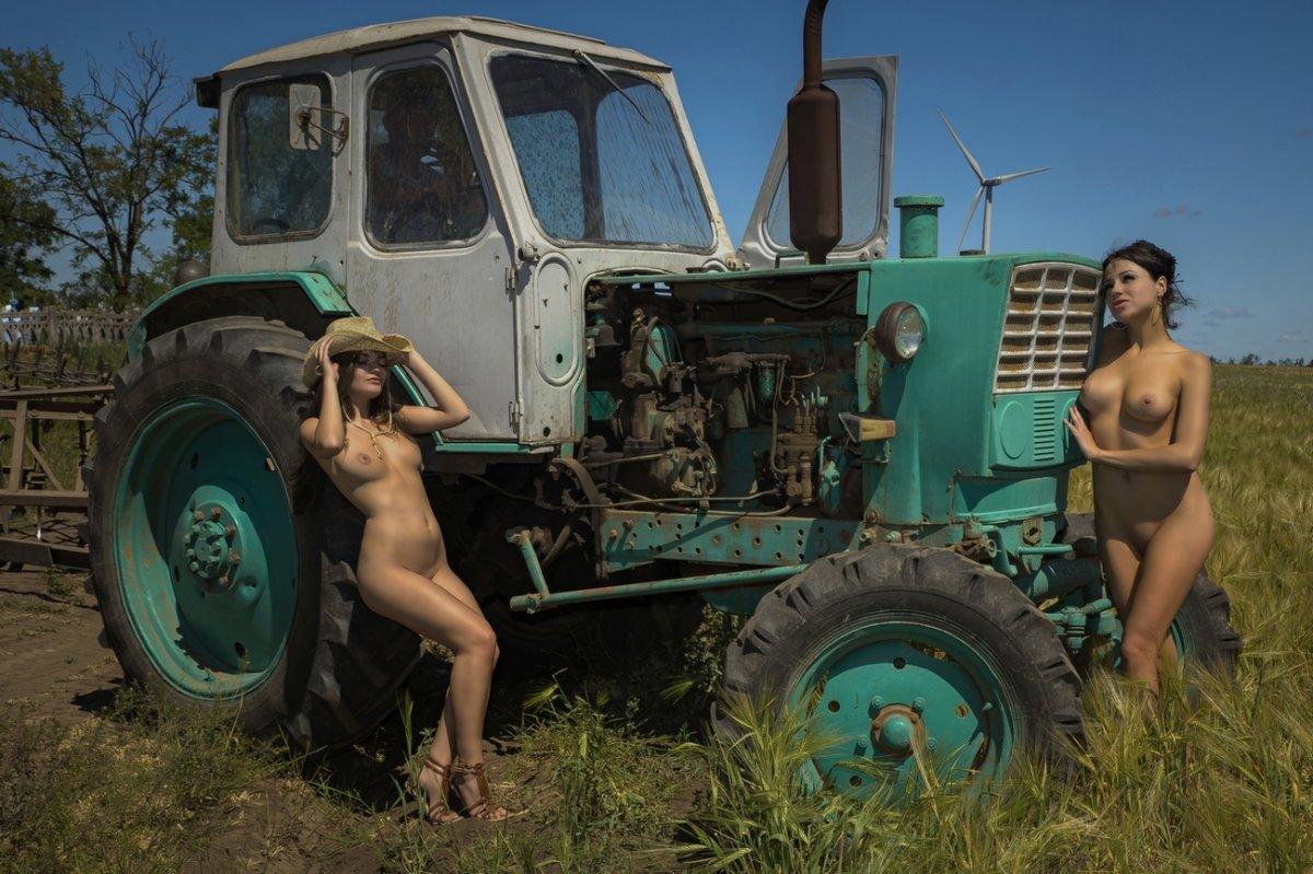 голая девушка и трактор фото был прямо