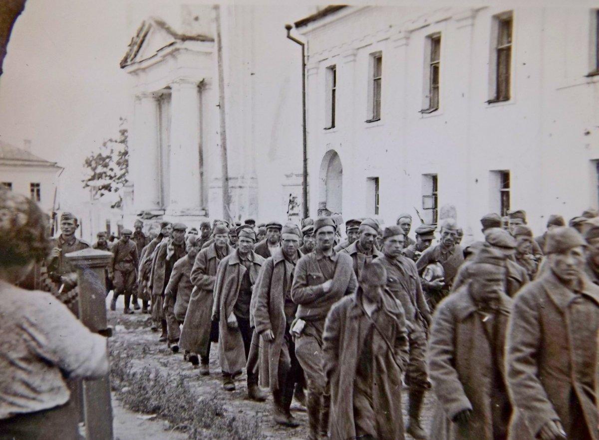 Кременчуг Колонна русских военнопленных 1941 г..jpg