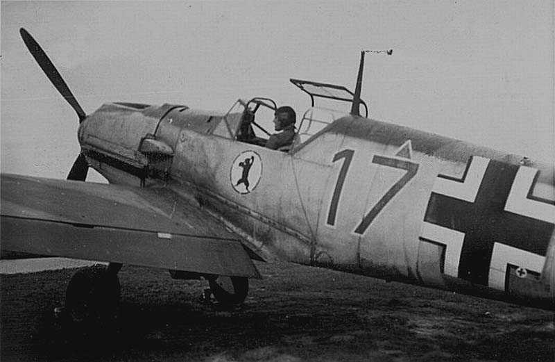 Me109E3-JFS-(Red17+-)-France-Early-1940-13f-s.jpg