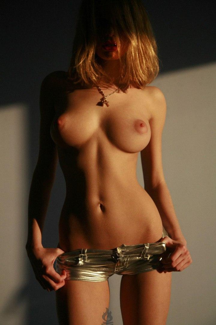 Худенькая с великолепной грудью