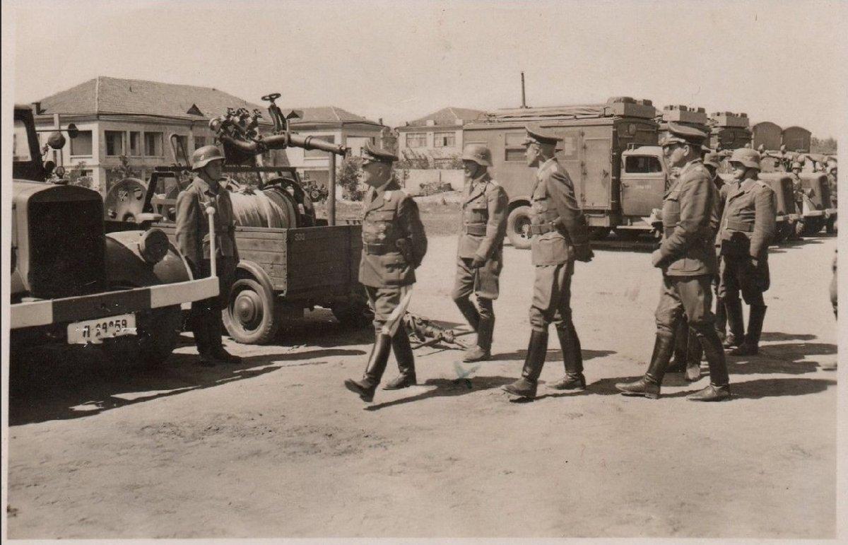 Николаев Казармы Грузовики Осмотр 1941-1943 г..jpg