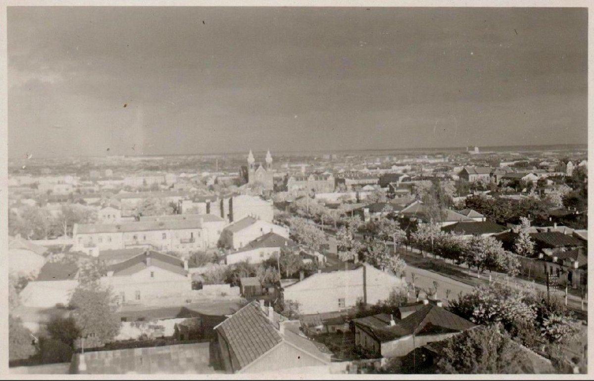 Николаев Общий вид - вдали кирха 1941-1943 г..jpg