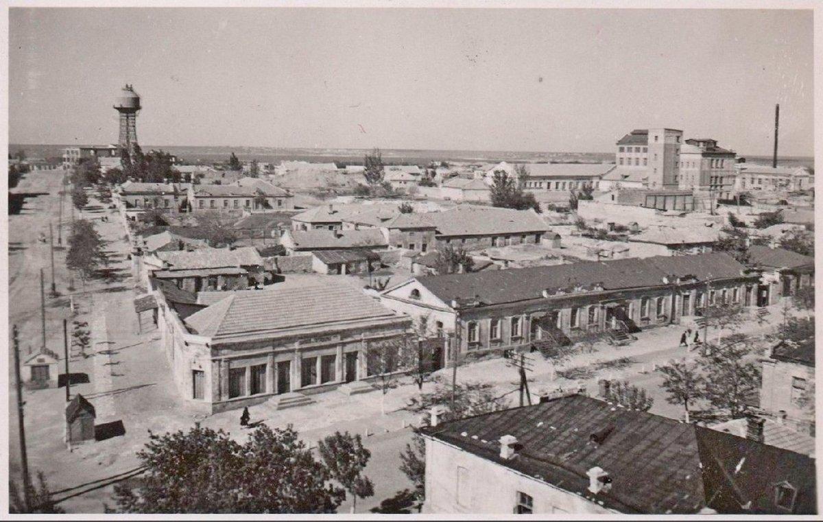 Николаев Общий вид Вдали водонапорная башня конструкции Шухова 1941-1943 г..jpg