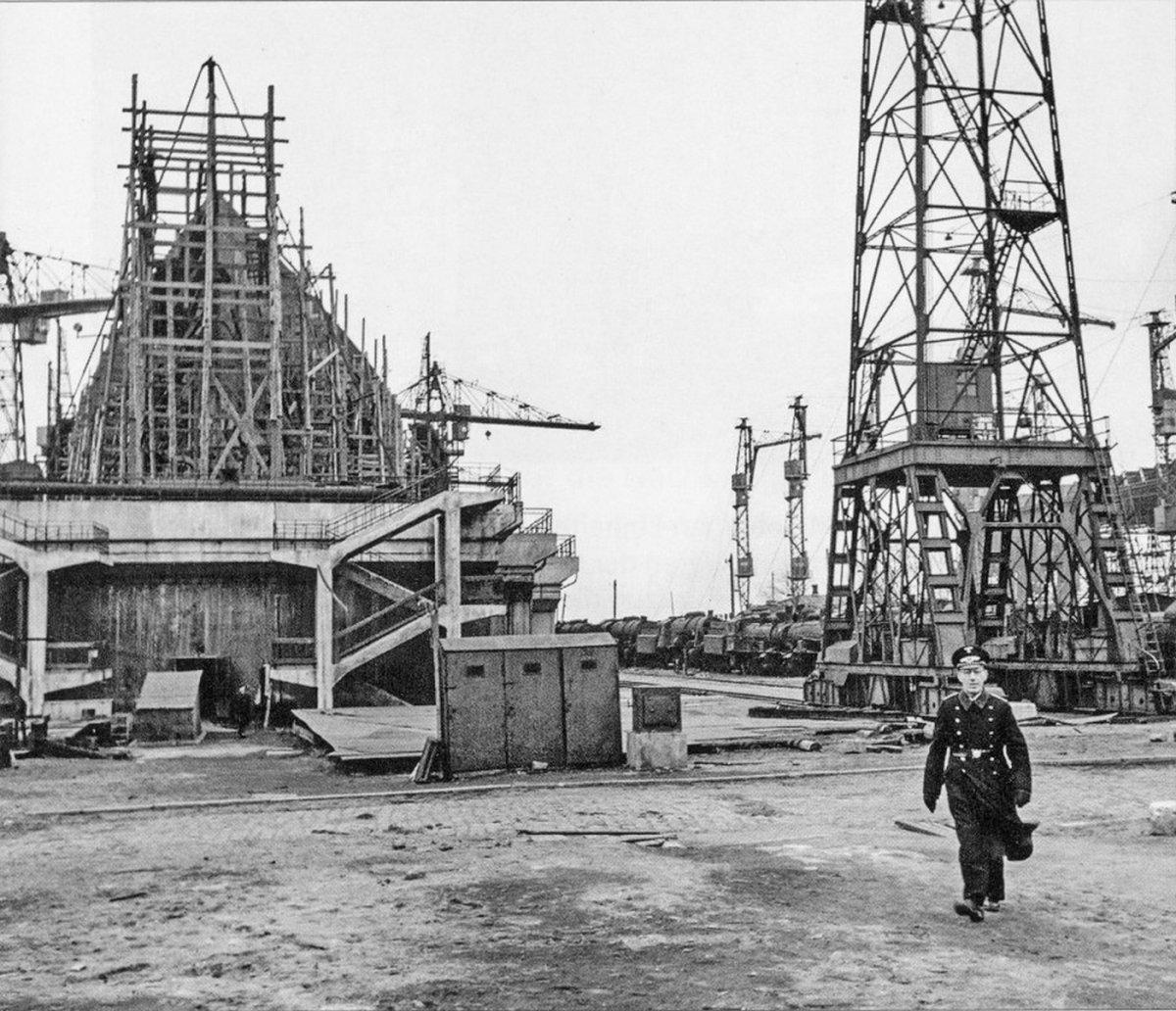 Николаев Судостроительный завод 1941-1943 г.--.jpg