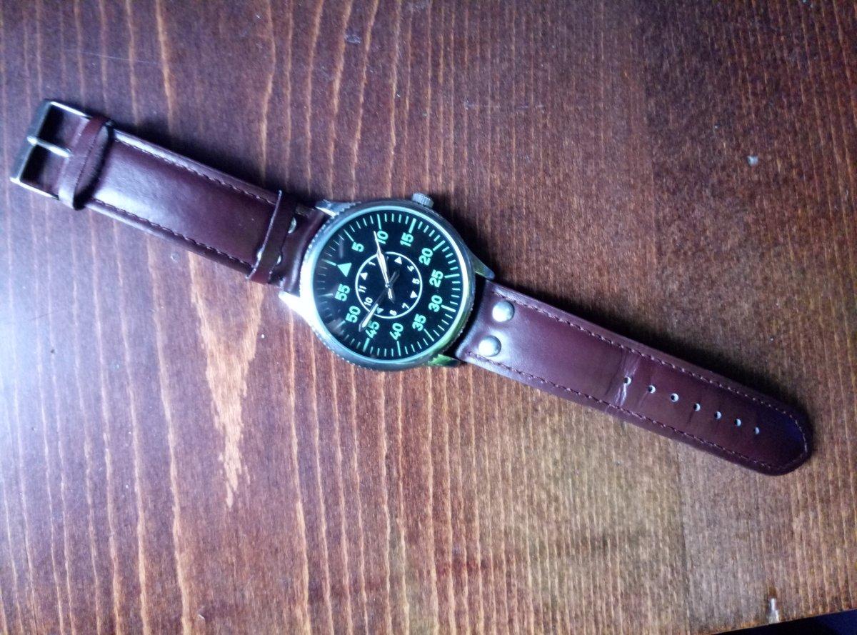 А некоторые — так и вообще почти идентичные хомажи часов flieger.