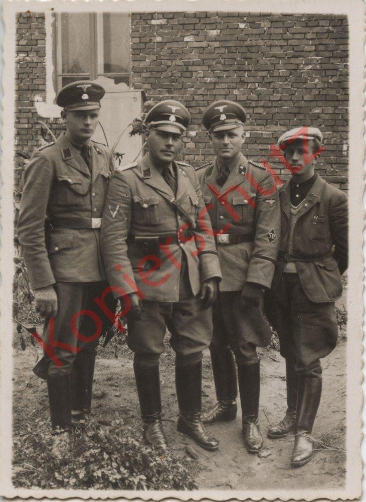 Polen Feldzug Lublin Zamość 1944 elite Polizei SD .jpg