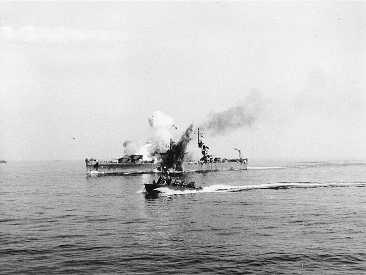 USS_Savannah_(CL-42)_is_hit_by_a_German_guided_bomb,_off_Salerno,_11_September_1943.jpg