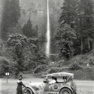 1918 Multnomah Falls, Oregon. From History Daily.