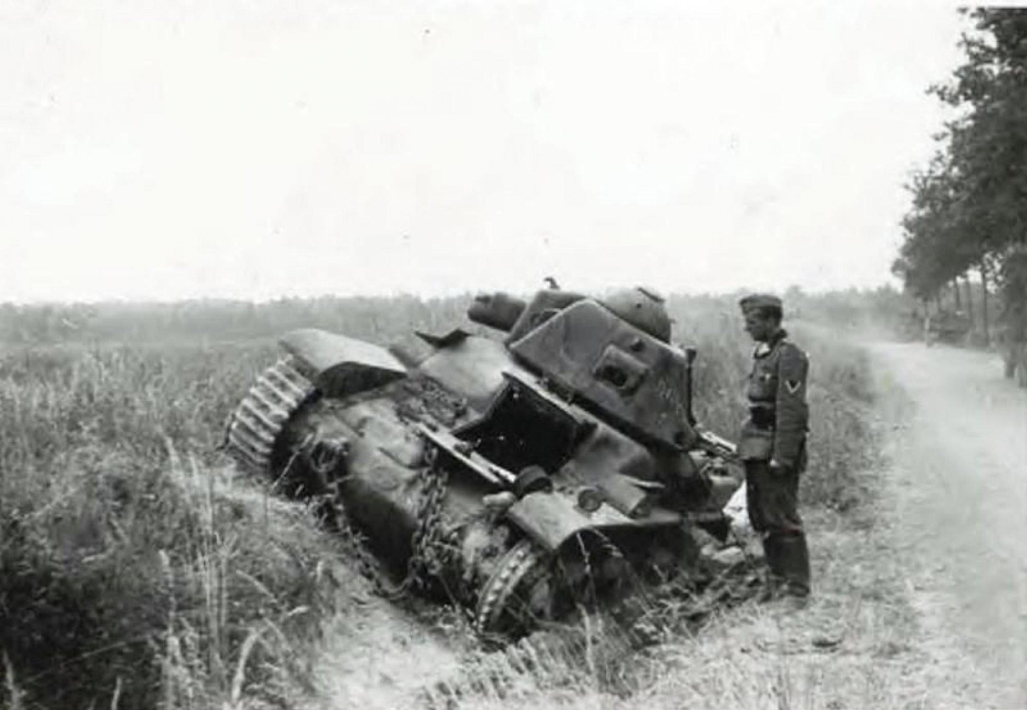 прошлом фото брошенной военной техники времен вов спрашивала почему