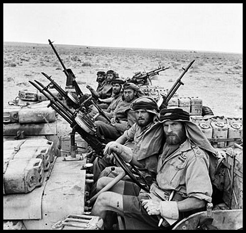 perang teluk Sebab umum terjadinya perang -ambisi saddam husein untuk tampil sebagai orang yang dihormati di negara-negara arab -kuwait dituduh mencuri minyak irak di padang rumeila yang terletak di.
