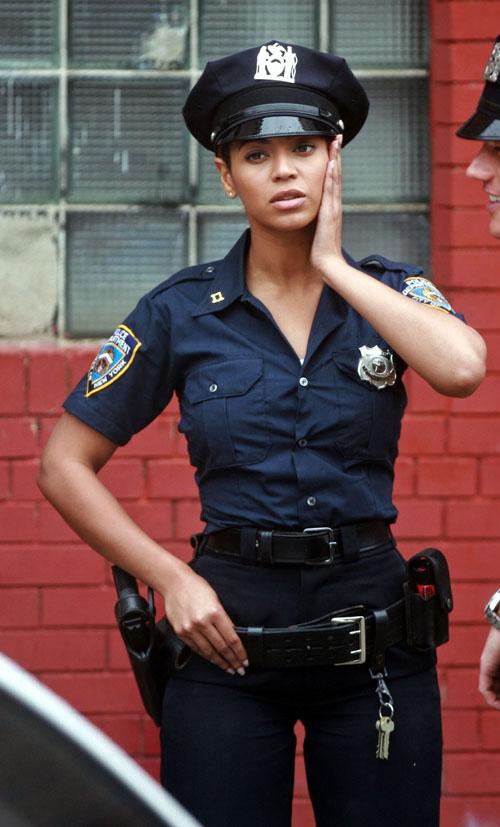 девок модели в полицейской форме военный фото шекспир курил