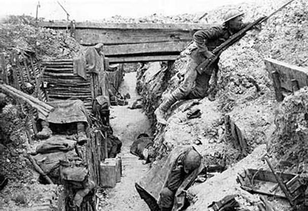 обнажая человеческие останки, так как в стенах окопов хоронили тела погибших товарищей