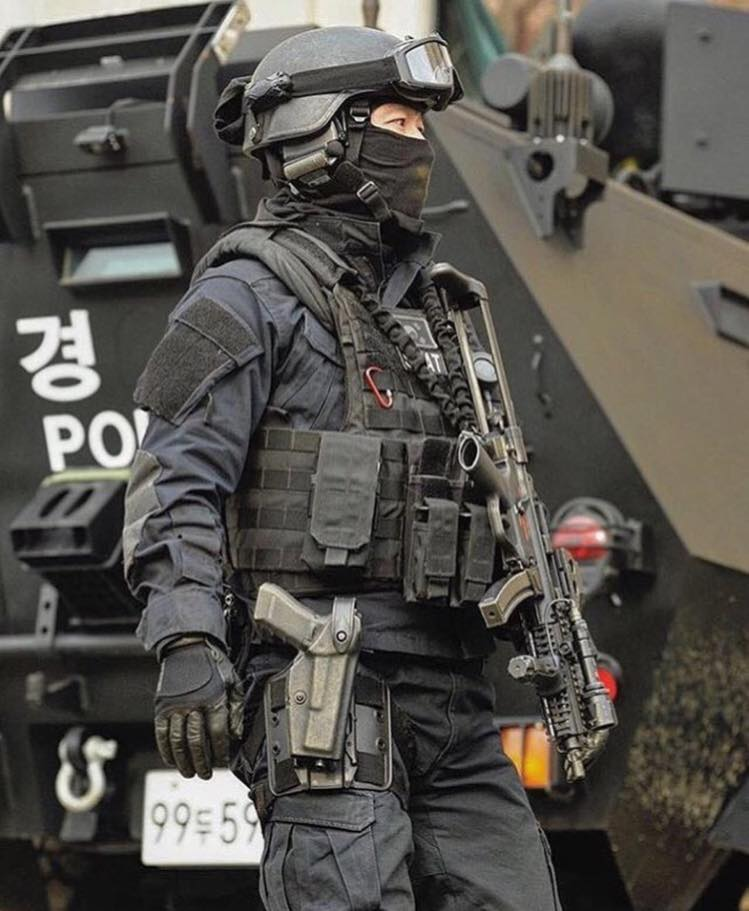 full swat gear smashed - 736×908