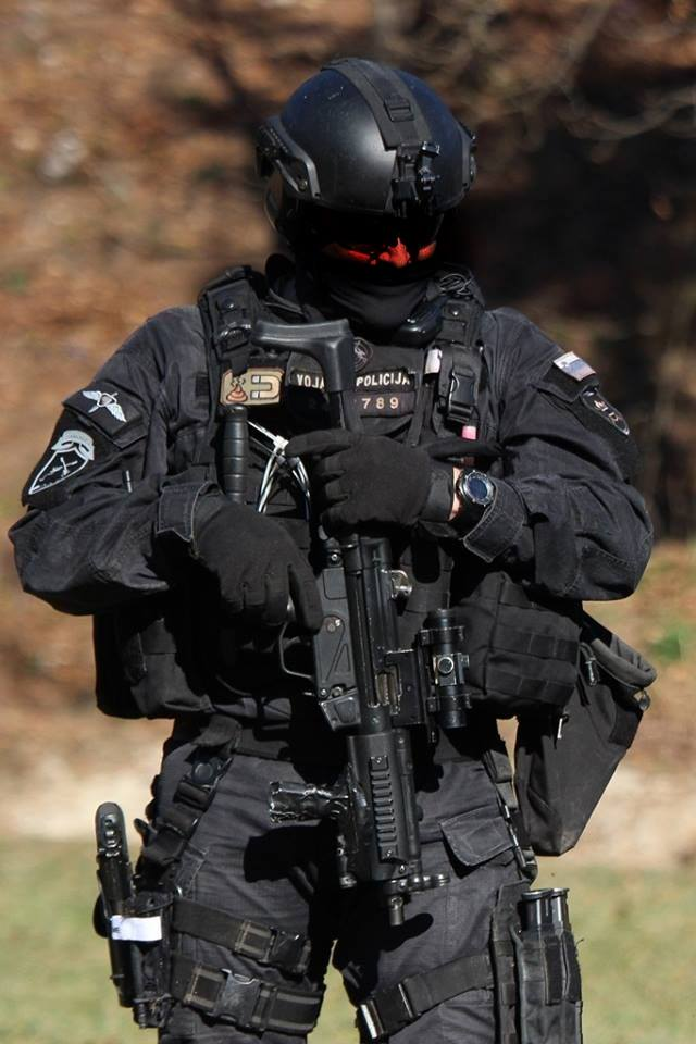 full swat gear smashed - 640×960